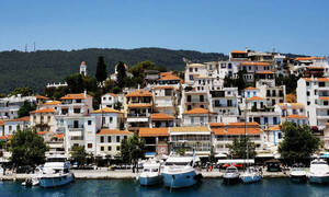 Εκπέμπει SOS ο Δήμαρχος Σκιάθου και ζητά απαγόρευση επισκεπτών στο νησί από το εξωτερικό...