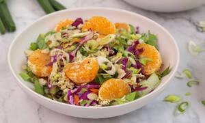 Η συνταγή της ημέρας: Σαλάτα με κοτόπουλο και μανταρίνια