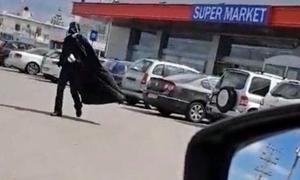 Κρητικός πήγε στο σούπερ μάρκετ ντυμένος με στολή… Star Wars!