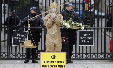 Κορονοϊός – Παραδοχή Βρετανίας: Μη αντιστρέψιμη η επιδημία του Covid-19
