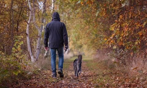 Ελληνική πατέντα! Δεν θα φαντάζεστε πώς έβγαλε τον σκύλο βόλτα ελέω… καραντίνας (vid)