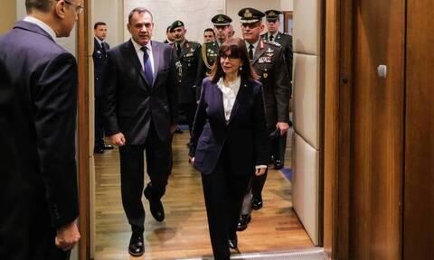 Τα σπάνια δώρα που χάρισε ο υπουργός Άμυνας, Νίκος Παναγιωτόπουλος στην Πρόεδρο της Δημοκρατίας