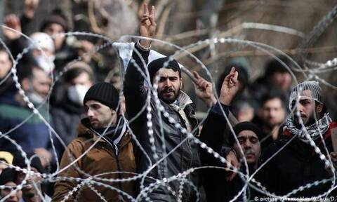 Из-за коронавируса переселение мигрантов из Греции приостановлено
