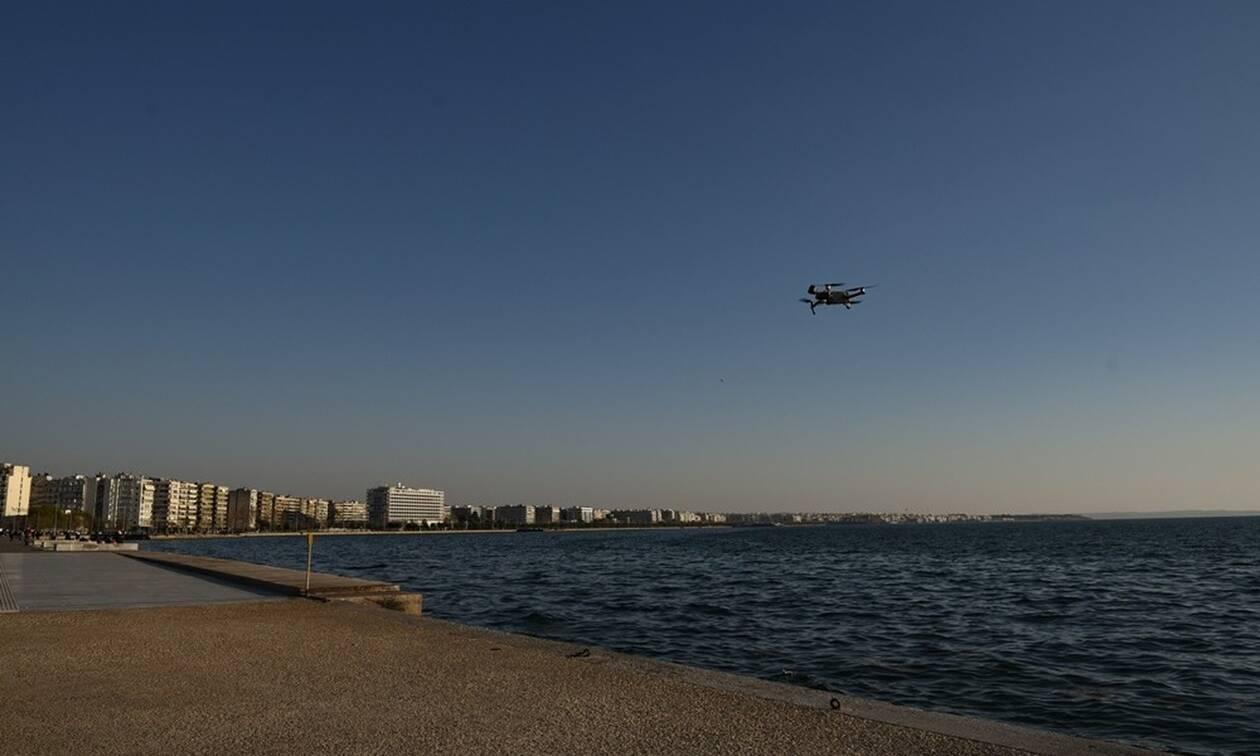 Κορονοϊός - Θεσσαλονίκη: Drone πετάει πάνω από την παραλία και καλεί τους πολίτες να μείνουν σπίτι
