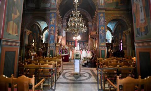 Κορονοϊός: Ο Μητροπολίτης Κυθήρων αγνόησε την απαγόρευση - Κανονικά η 3η Στάση των Χαιρετισμών
