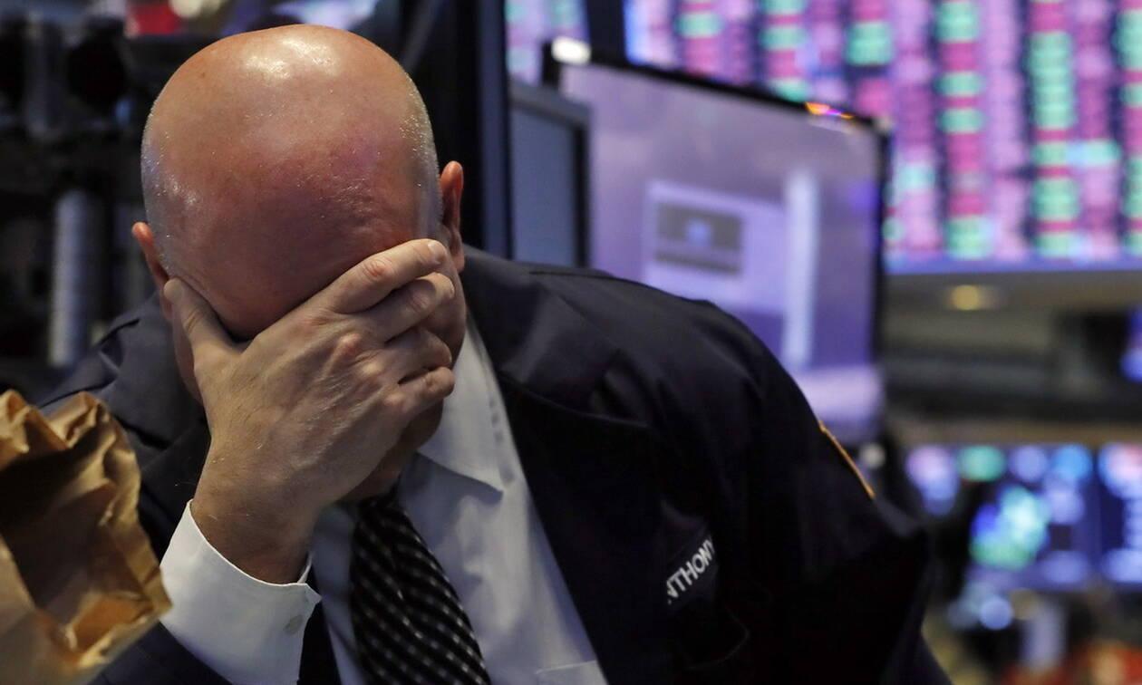 Ο κορονοϊός «τρομοκρατεί» τη Wall Street - Κατρακυλάει η τιμή του πετρελαίου