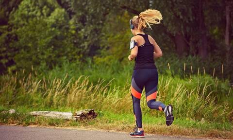 Τρομερές εικόνες: Βγήκε για τρέξιμο παρά την καραντίνα - Σοκάρει η συνέχεια (vid)