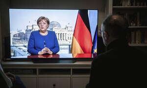 Κορονοϊός Γερμανία: Στο σούπερ μάρκετ η Καγκελάριος Άγγελα Μέρκελ