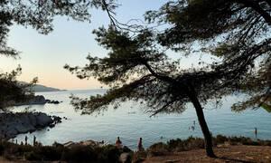 Κορονοϊός: Αψήφησαν τα μέτρα - Βγήκαν για μπάνιο και βόλτες στις παραλίες της Χαλκιδικής