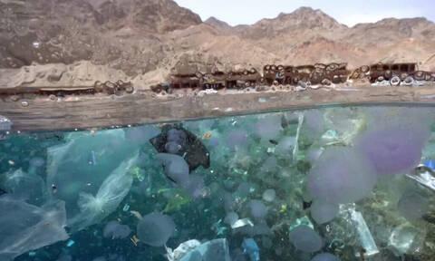 Οι φωτογραφίες που μαρτυρούν την καταστροφή των θαλασσών από το πλαστικό