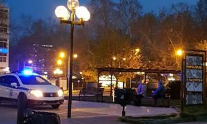 Κορονοϊός - Τρίκαλα: Το περιπολικό φώναζε κι οι παππούδες…δεν έφευγαν από την πλατεία