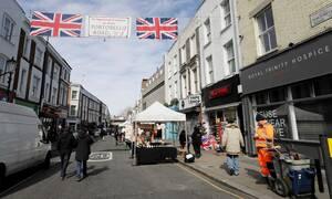 Κορονοϊός - Βρετανία: Η κυβέρνηση ζήτησε από 1,5 εκατομμύριο κόσμο να μείνει σπίτι του για 3 μήνες