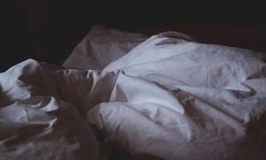 Ο κορονοϊός έκανε τους πολίτες να το «ρίξουν» στις ερωτικές ταινίες (photos)