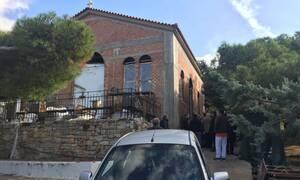 Κορονοϊός - Θρίλερ στην Ηλιούπολη: Ιερέας λειτούργησε και ταμπουρώθηκε στο ναό όταν πήγε η Αστυνομία
