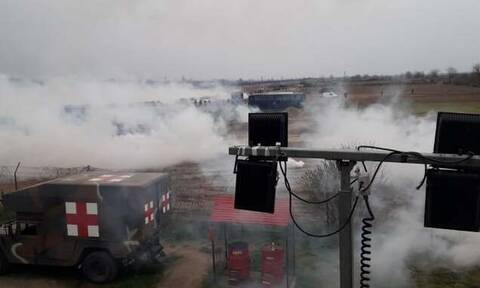 Έβρος: «Κόλαση» στις Καστανιές - Προσπάθησαν με κάθε μέσο να ρίξουν τον φράκτη (Δραματικά βίντεο)