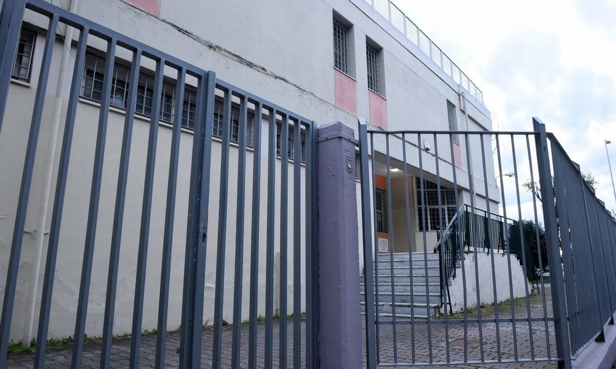 Κορονοϊός: Ξεκινάει από σήμερα η εξ αποστάσεως εκπαίδευση στα δημοτικά σχολεία