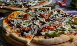 Συνταγή για πεντανόστιμη σπιτική πίτσα