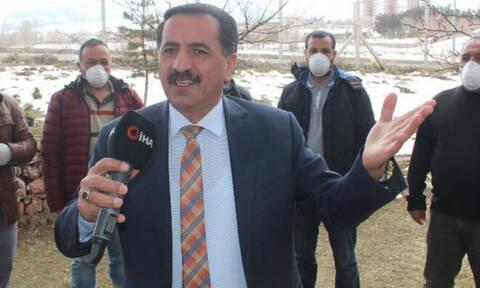 Κορονοϊός: Ανεκδιήγητος! Τούρκος καλλιτέχνης τραγουδά «ο ιός να χτυπήσει τις ελληνικές ακτές»