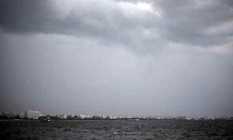 Καιρός: Με συννεφιά και βροχές η Τρίτη - Πόσο θα φτάσει η θερμοκρασία (pics)