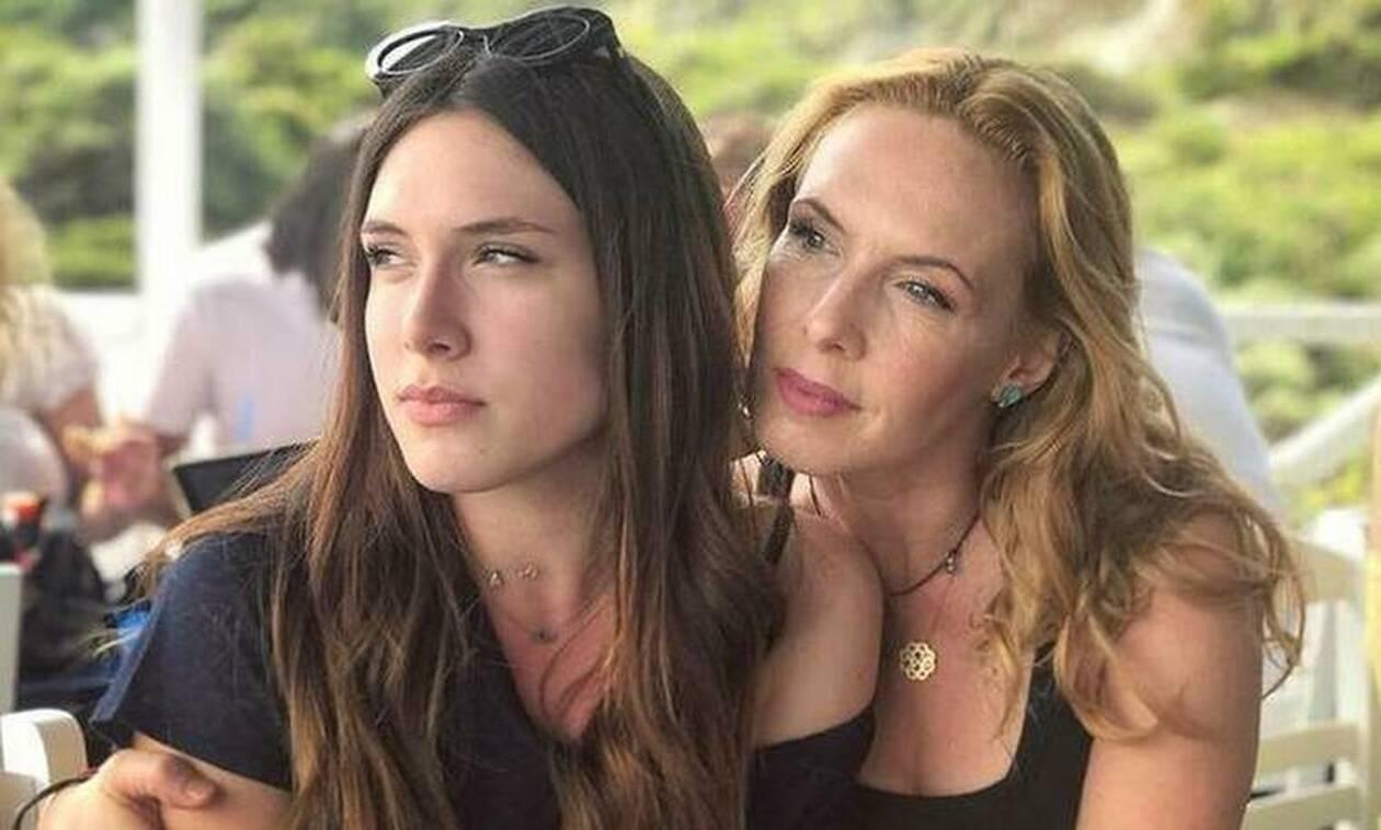 Έτσι περνάει η Εβελίνα Παπούλια στο σπίτι με την κόρη της!
