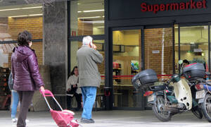 Gov't examining the closing of supermarkets on Sunday