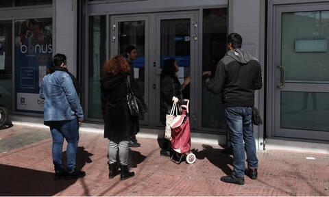 Κορονοϊός - Τράπεζες: Τι ισχύει τελικά για τις αναλήψεις - Τα fake news και οι διευκρινίσεις