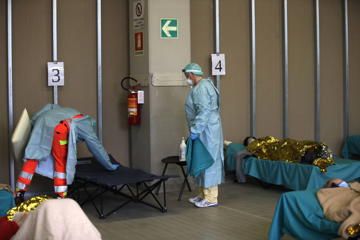 coronavirus_doctors_patients_italy_ap3.jpg