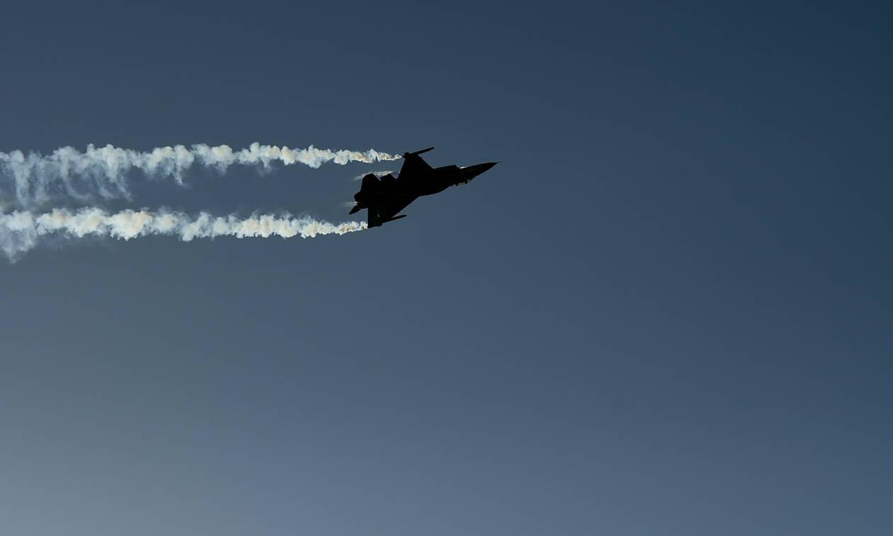 25η Μαρτίου - Συγκίνηση: «Η Ελλάδα πάντα έβγαινε πιο δυνατή» - Το μήνυμα πιλότου της ομάδας «Ζευς»