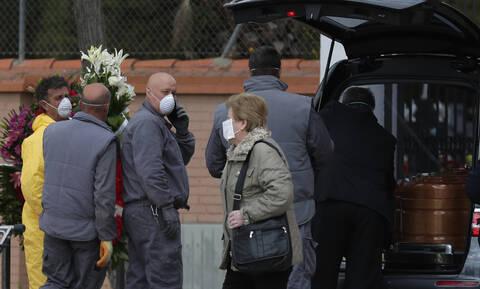 Κορονοϊός - Δραματική η κατάσταση στην Ισπανία: 738 νεκροί σε ένα 24ωρο