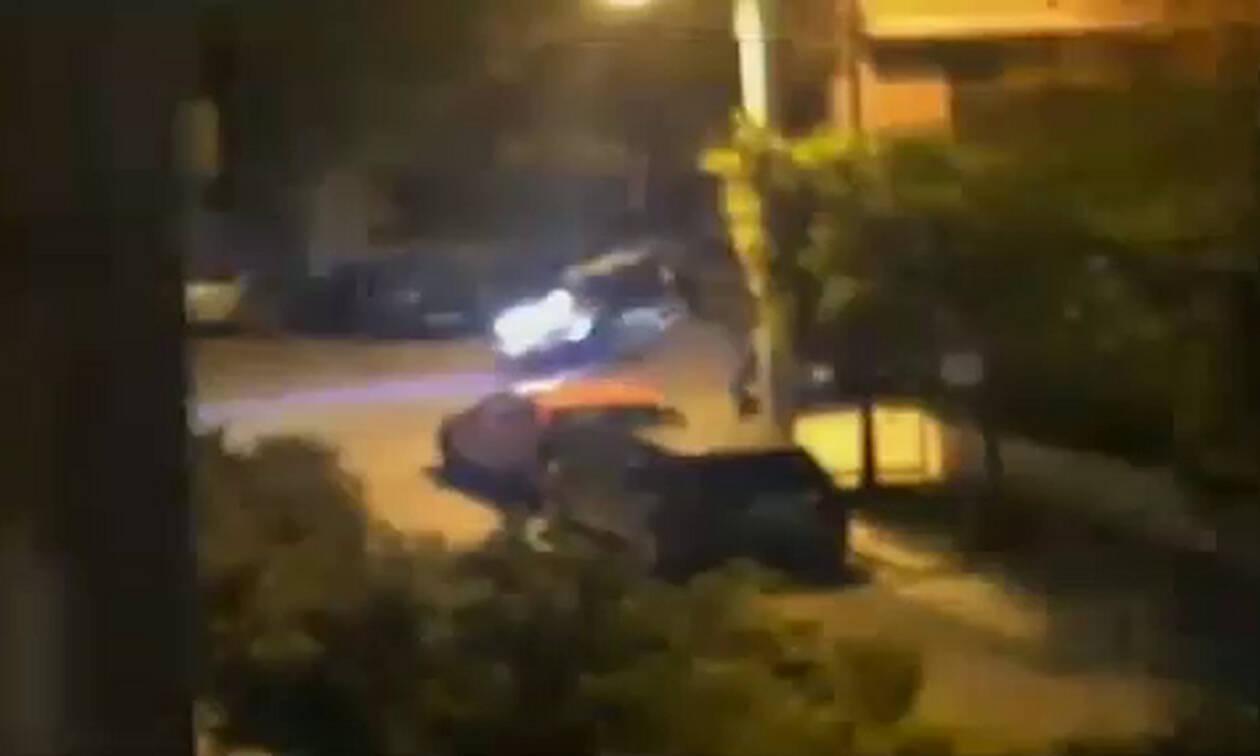 Απίστευτο - Έσπασαν την καραντίνα για να δώσουν ραντεβού και να παίξουν ξύλο στο δρόμο (vid)