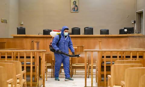 Κορονοϊός: Απολυμαντικά, μάσκες και γάντια στα δικαστήρια όλης της χώρας