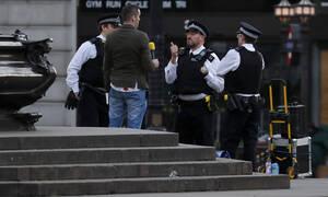 Κορονοϊός – Βρετανία: Όποιος εσκεμμένα βήχει μπροστά σε αστυνομικούς αντιμετωπίζει κάθειρξη δύο ετών