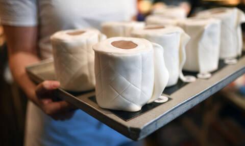 Κορονοϊός Γερμανία: Αρτοποιός παρασκευάζει κέικ σε σχήμα… ρολού χαρτιού τουαλέτας (pics - vid)