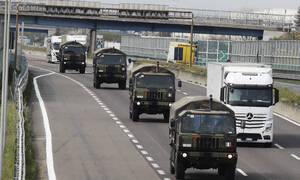 Κορονοϊός Ιταλία: Η μακάβρια πομπή των στρατιωτικών φορτηγών με τα φέρετρα στο Μπέργκαμο (pics)