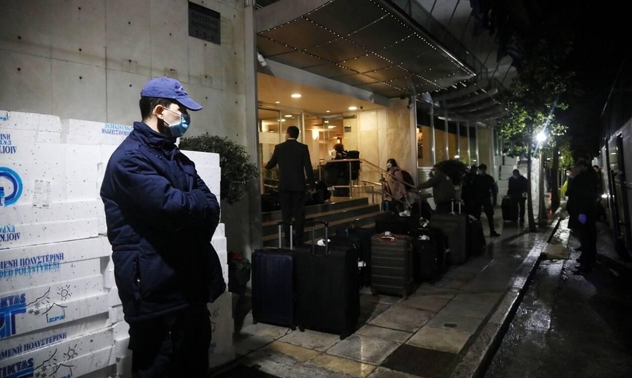 Επαναπατρίστηκαν οι 32 Έλληνες που είχαν εγκλωβιστεί στην Τουρκία (pics)