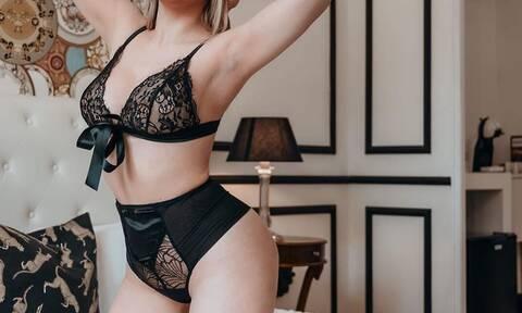 Το «καυτό» μοντέλο που κάνει LIVE μαθήματα σεξ για να… μείνουμε σπίτι