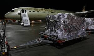 Κορονοϊός: Έφτασαν στο Ελευθέριος Βενιζέλος 11 τόνοι υγειονομικού υλικού από τα ΗΑΕ