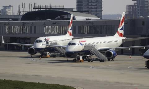 Κορονοϊός: Ταλαιπωρία για δεκάδες Έλληνες φοιτητές - Είναι εγκλωβισμένοι στο αεροδρόμιο του Λονδίνου