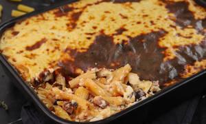 Η συνταγή της ημέρας: Ριγκατόνι με χωριάτικο λουκάνικο στο φούρνο