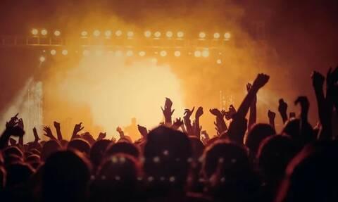 Κορονοϊός: Αρνητικός ή θετικός πασίγνωστος τραγουδιστής; - Βγήκαν τα αποτελέσματα (pics)