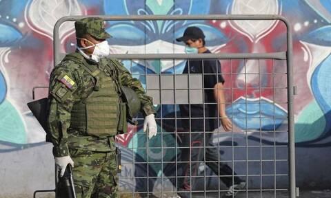 Κορονοϊός: Τρόμος στον Ισημερινό - Βγάζουν πτώματα από τα σπίτια οι Αρχές