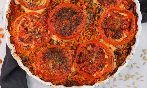 Η συνταγή της ημέρας: Κριθαράκι με τυριά και λαχανικά στο φούρνο