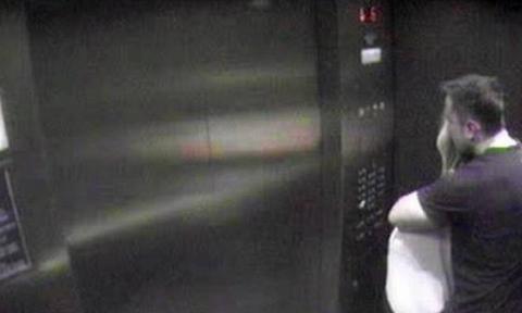Σάλος: Διέρρευσαν φωτογραφίες - Σύζυγος πασίγνωστου ηθοποιού με τον εραστή της στο ασανσέρ