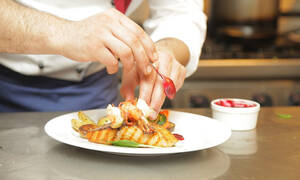Πασίγνωστος σεφ απέλυσε εκατοντάδες υπαλλήλους τους λόγω… κορονοϊού (photos)