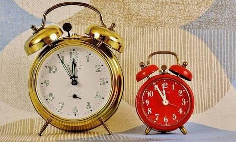 Αλλαγή ώρας 2020: Μία ώρα μπροστά οι δείκτες των ρολογιών τα ξημερώματα της Κυριακής