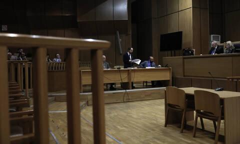 Κορονοϊός - Εξελίξεις με το επίδομα των 800 ευρώ: Εξετάζεται να δοθεί σε δικηγόρους και γιατρούς
