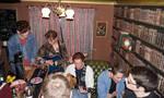 Χειροκροτήσαμε αυτούς τους Άγγλους που έκαναν το σπίτι τους μπαρ με live μουσική