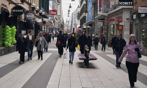 Κορονοϊός: Σοκάρει η μαρτυρία Ελληνίδας που ζει στη Σουηδία: «Παρακινούν τον κόσμο να βγει έξω»