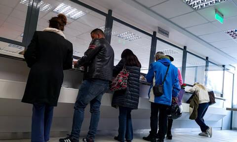 Κορονοϊός: Νέα σενάρια για μείωση μισθών στο Δημόσιο