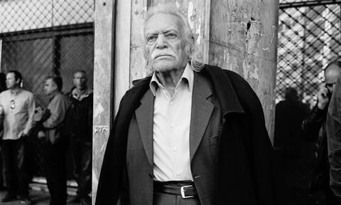 Μανώλης Γλέζος: Η συγκλονιστική στιγμή που ξυλοκοπείται από τα ΜΑΤ σε ηλικία 90 ετών